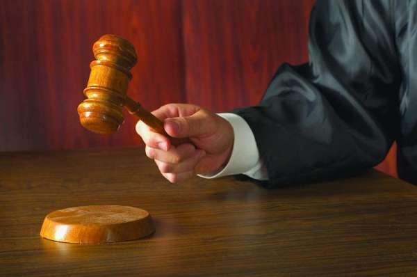судья принимает решение