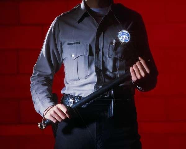 нарушение полномочий охранником