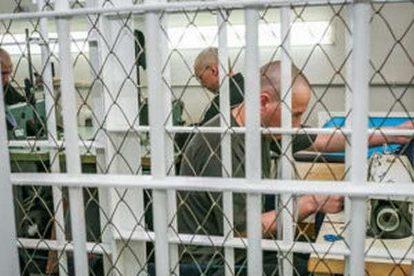 Работают ли заключенные в тюрьмах?