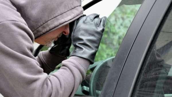 преступник изъял автомобиль