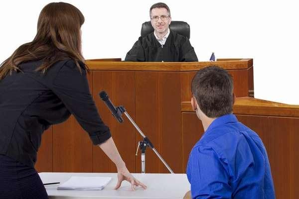 адвокат подсудимого