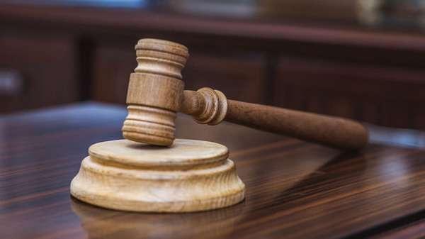 Применяет наказание суд