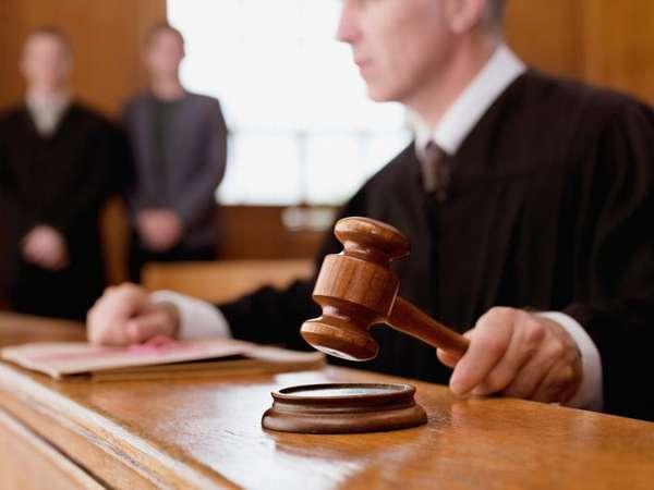 переквалифицировать дело может судья