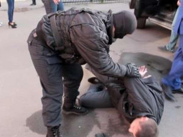 С применением насилия над гражданином