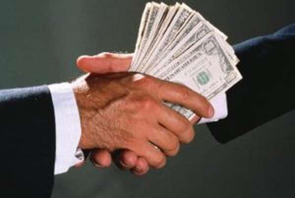 Какая ответственность ждет за дачу денег должностному лицу?