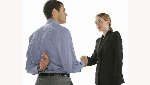 Принуждение к совершению сделки